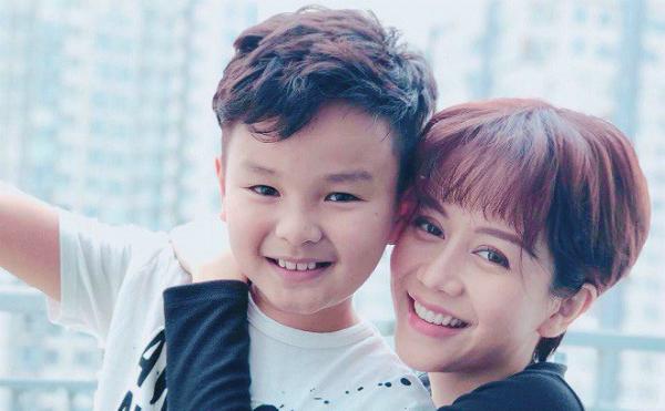 Bé Hữu Khang (trái)đóng vai con trai của An Nguy trong phim.