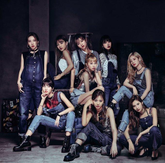 <p> Trong album mới phát hành ở Nhật, các thành viên Twice khiến các fan ngỡ ngàng bởi hình ảnh khỏe khoắn, đầy thu hút khi mặc đồ denim, biểu cảm lạnh lùng.</p>