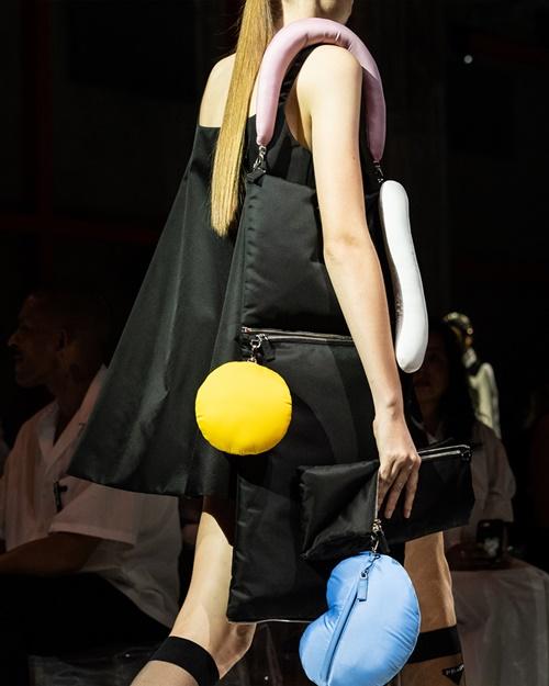 Các thương hiệu thời trang cao cấp giống với những kiểu học sinh nào ở Trung Quốc? - 6