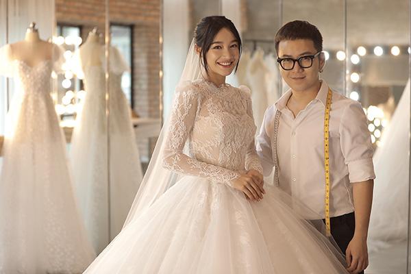 Nhã Phương chọn mặt gửi vàng Chung Thanh Phong thiết kế váy cưới cho ngày trọng đại.