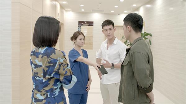 Cả 4 nhân vật của phim đều xuất hiện trong 2 tập đầu.
