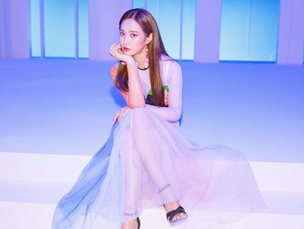 Yuri chuẩn bị tung album solo đầu tay, gây choáng ngợp bởi dung nhan và khí chất nữ thần.