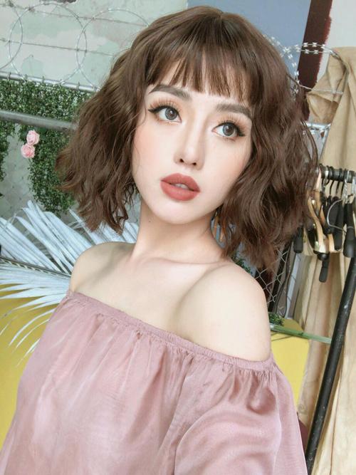 6 mỹ nhân Việt có đôi môi căng mọng quyến rũ nhất - 2