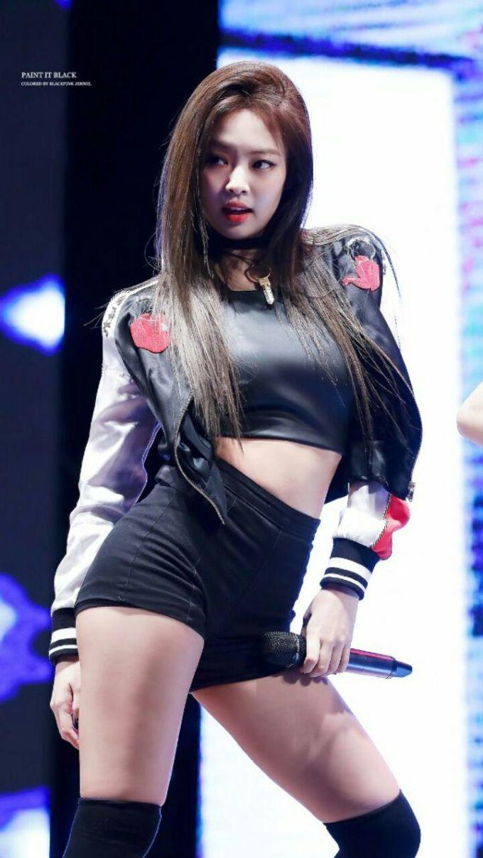 <p> Jennie không quá cao nhưng lại có số đo 3 vòng cân đối, từ vòng ngực cho tới eo của cô nàng đều chuẩn đến từng centimet.</p>