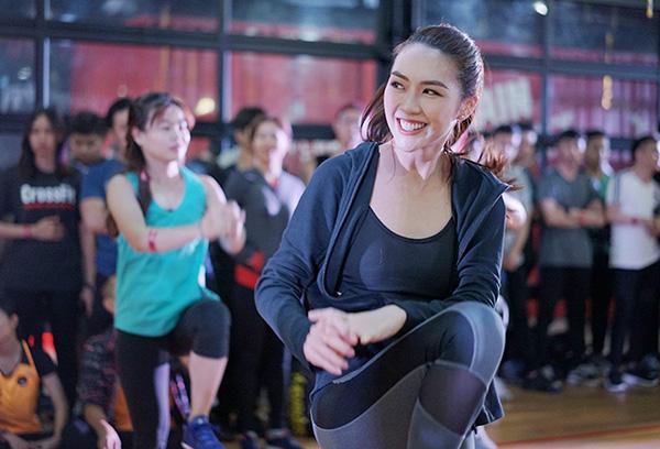 Dù bận rộn với nhiều kế hoạch riêng nhưng Tường Linh cho biết không quên tập luyện để giữ dáng người cân đối.