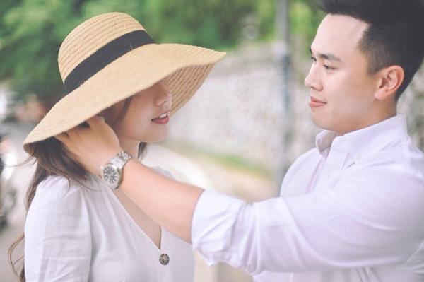 Hot girl Mie Nguyễn bật khóc khi được bạn trai quỳ gối cầu hôn - 1
