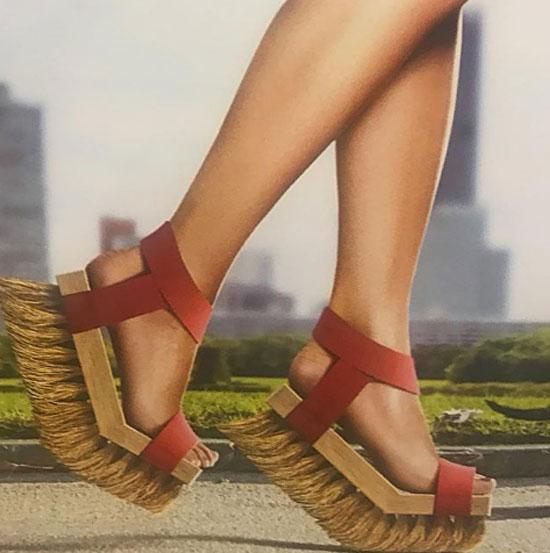 Đi đôi này cứ gọi là đường phố sạch sẽ lắm đấy.