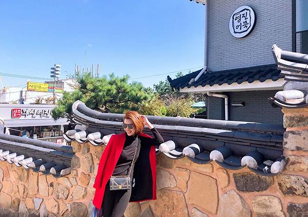 Thúy Ngân đi thăm thú khám phá khắp nơi trong ngày đầu đến Busan.