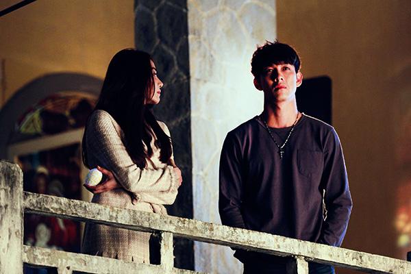 Ngân Khánh - Song Luân trong phim.