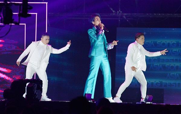 Tối 3/10, sự kiện chính của Liên hoan ca khúc Châu Á -  Asia Song Festival 2018 (ASF 2018) diễn ra hoành tráng tại Busan, Hàn Quốc. Sự kiện có sự góp mặt của các ca sĩ đến từ nhiều nước trong khu vực. Nữ ca sĩ - nhạc sĩ Vũ Cát Tường là đại diện duy nhất của Việt Nam.