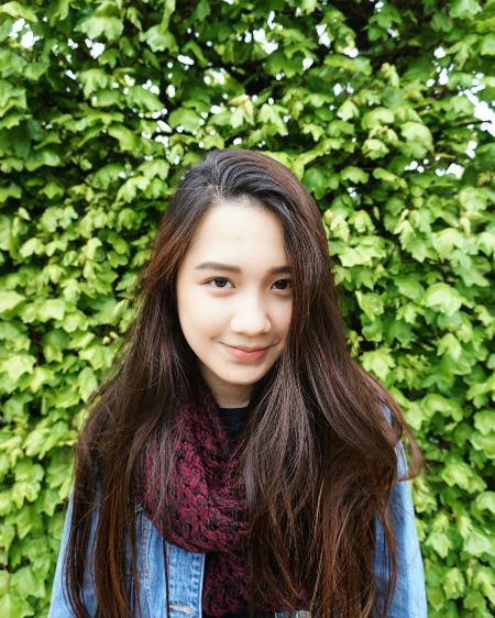 Ketmany Sivilay (sinh năm 1995) là hot Lào gốc Việt được quan tâm trên mạng xã hội. Cô nàng có tên tiếng việt là Nguyễn Mai Ly, từng học tại Queen Mary University London. Ketmany nổi tiếng xinh đẹp, giỏi giang và có gu thời trang sành điệu.
