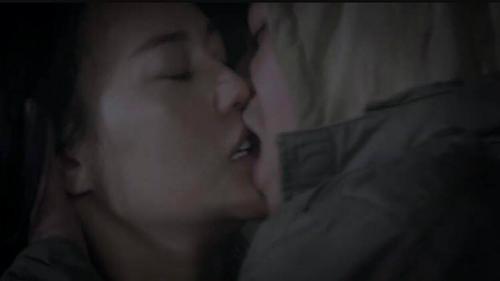 Cảnh hôn Quỳnh ngấu nghiến trong tập 15.