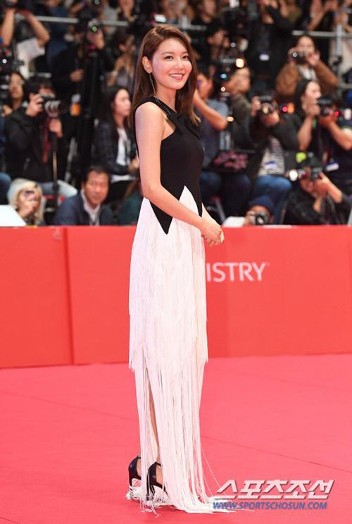 Soo Young có phim tranh giải và cô nàng vô cùng tự hào khi được tham dự sự kiện lớn của làng điện ảnh xứ Hàn.