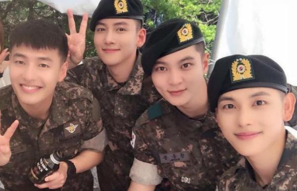 Đội hình F4 trong quân đội gồm Kang Ha Neul. Ji Chang Wook, Jo Won, Im Si Wan.