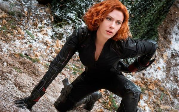Là một đả nữ nhưng vì mang thai nên Scarlett Johansson đã phải dùng người đóng thế trong các cảnh hành động.
