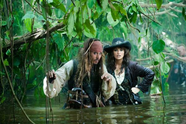 Penelope Cruz (phải) đã mang bầu khi quay Cướp biển Caribbean.