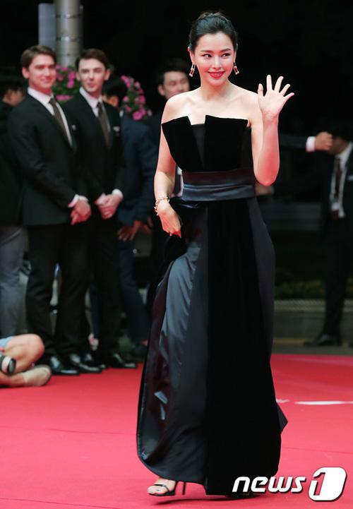 Honey luôn là Hoa hậu được yêu thích nhất ở Hàn. Cô vừa có ngoại hình hoàn hảo và sự nghiệp diễn xuất đáng nể.