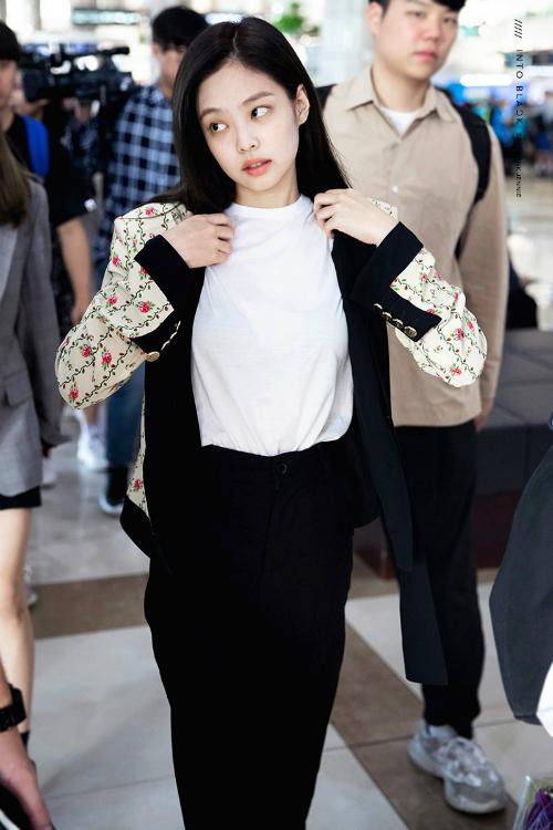 Thời trang sân bay đẳng cấp khiến Jennie luôn được ví con gái nhà tài phiệt - page 2 - 5