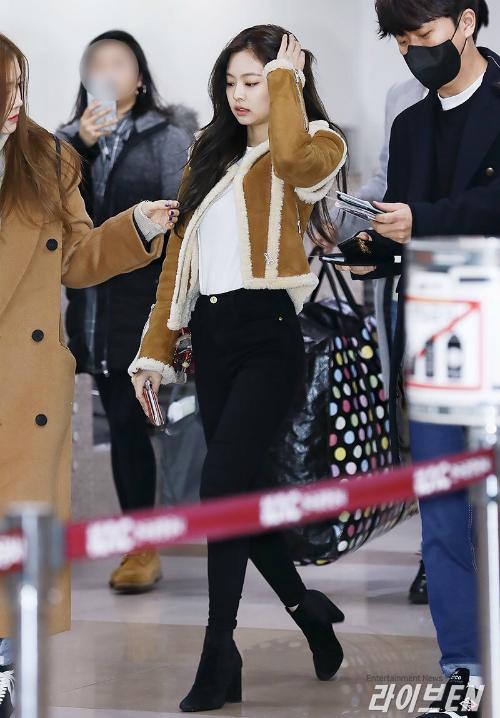 Thời trang sân bay đẳng cấp khiến Jennie luôn được ví con gái nhà tài phiệt - page 2 - 3