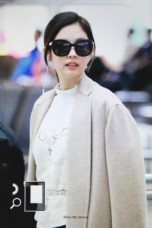 Thời trang sân bay đẳng cấp khiến Jennie luôn được ví con gái nhà tài phiệt - page 2 - 6