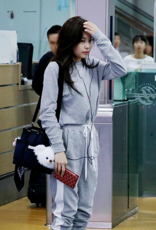 Thời trang sân bay đẳng cấp khiến Jennie luôn được ví con gái nhà tài phiệt - page 2 - 4