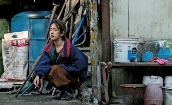 Han Ji Min đã phải thực sự hút thuốc khi lên hình.