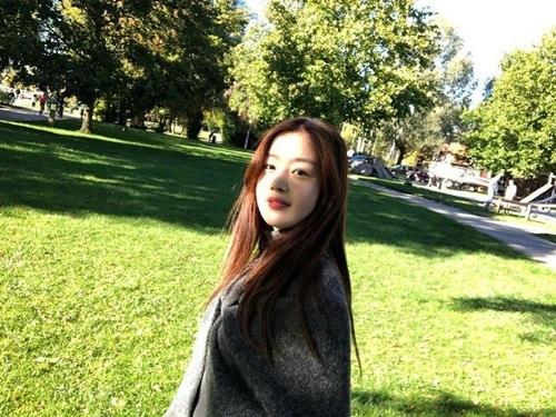 Cựu thành viên Secret Sun Hwa dường như tăng cân đáng kể trong kỳ nghỉ, khuôn mặt mũm mĩm lên trông thấy.