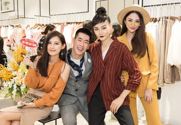 Ngày 5/10, dàn chân dài tụ hội trong sự kiện khai trương mừng stylist Traivs Nguyễn lên chức ông chủ.