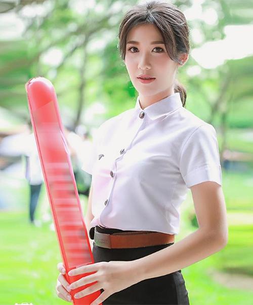 Nữ sinh Thái đến trường cũng trang điểm như đi tiệc - 4