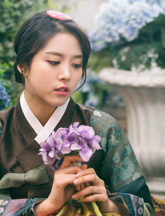 Nét đẹp nữ tính, dịu dàng của Kim Ji Sung khiến nhiều thực tập sinh khác phải chú ý. Tuy nhiên Ji Sung lại không được debut, sự nghiệp sau chương trình cũng không đáng nể, gần như mất hút ở lĩnh vực âm nhạc. Sau khi ký với công ty mới, Ji Sung tấn công mạnh mẽ ở mảng phim truyền hình.
