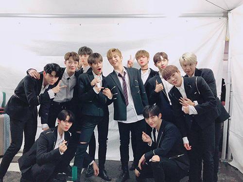Wanna One khoe ảnh chụp chung, nhóm chuẩn bị tan rã sau khi kết thúc hợp đồng.