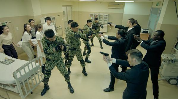 Không khí căng thẳng bắt đầu xuất hiện trong tập 9 của phim.