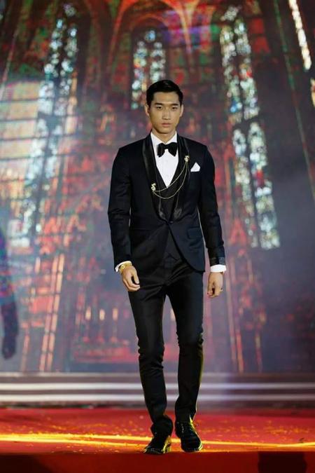 Thongpaseuth được gọi là hot boy của trường khi từng giành ngôi vị Á vương tại cuộc thi Nét đẹp sinh viên ĐH Tôn Đức Thắng năm 2016 khi anh chàng mới chỉ là sinh viên năm nhất.