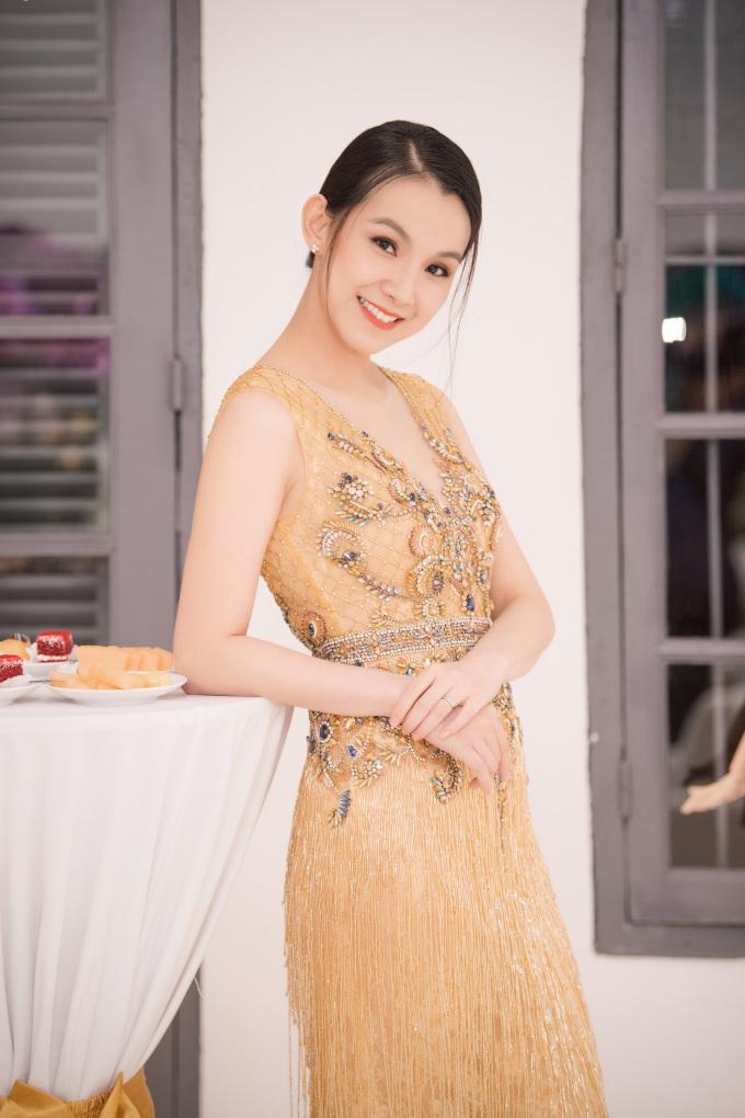 <p> Dù đã lâu không còn tham gia showbiz, Hoa hậu Hoàn vũ đầu tiên của Việt Nam vẫn giữ được nhan sắc trẻ trung, rạng ngời.</p>