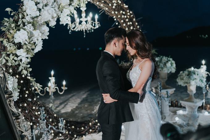 Ưng Hoàng Phúc cầu hôn Kim Cương lãng mạn trên biển