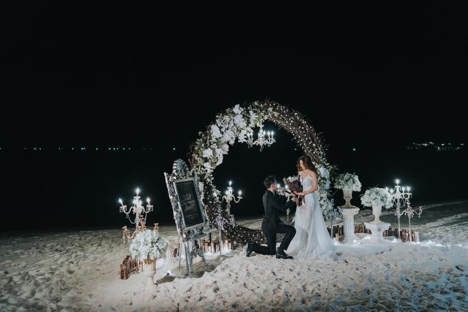 <p> Ưng Hoàng Phúc - Kim Cương thực hiện bộ ảnh cưới, chuẩn bị cho tiệc ra mắt bạn bè, gia đình vào ngày 1/12. Trong dịp này, anh cầu hôn cô gái đã gắn bó với mình 6 năm qua.</p>