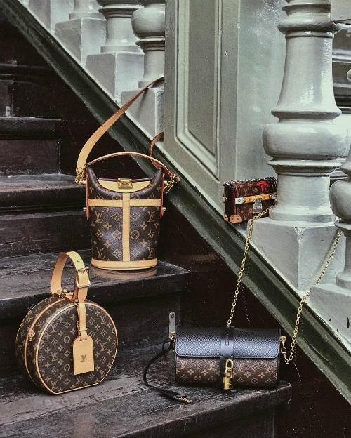 Yêu thích dòng túi của Louis Vuitton, nữ hoàng lookbook sắm mỗi cái một chiếc với đủ mẫu mã, kích cỡ.