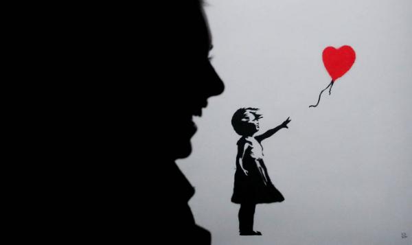 Bức tranh Cô bé và quả bong bóng tự hủy sau phiên đấu giá khiến người xem choáng váng.