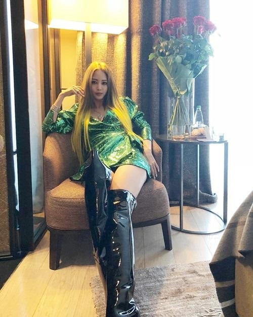 Bình luận vềnhững hình ảnh gần đây của Han Ye Seul, đa số đều nhận xét rằng, trong làng giải trí Hàn chỉ có Han Ye Seul mới đẹp bất chấp dù nhuộm tóc vàng chóe ở tuổi 37.
