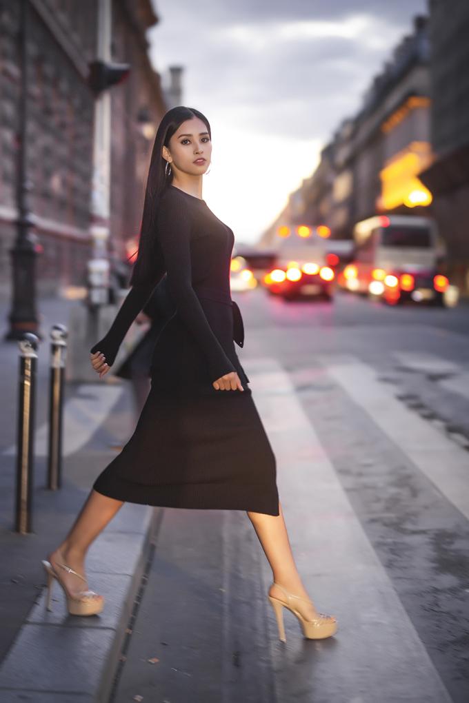 <p> Trong chuyến công tác ở Pháp vừa qua, Hoa hậu Tiểu Vy kịp thực hiện một bộ ảnh khoe vóc dáng và thần thái xuất sắc.</p>