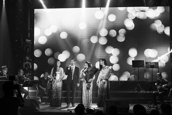 Phương Vy nói dối để kéo cả gia đình lên khấu liveshow 10 năm ca hát