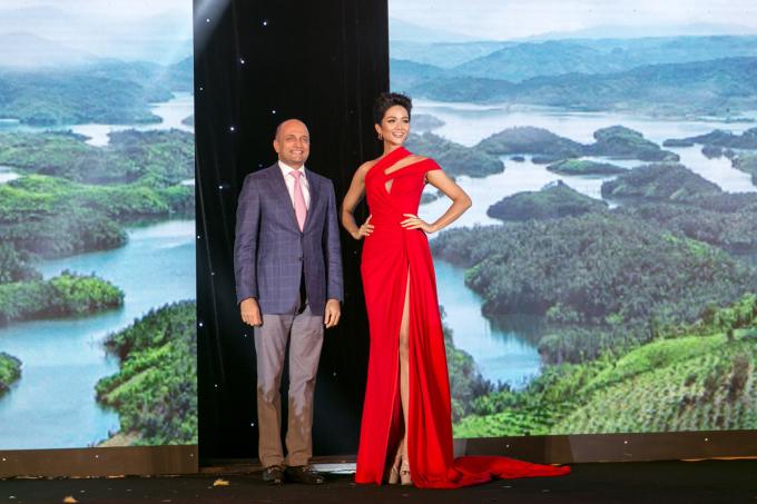<p> Ngày 9/10, Hoa hậu Hoàn vũ Việt Nam 2017 H'Hen Niê tham gia một sự kiện tại TP HCM với tư cách đại sứ.</p>