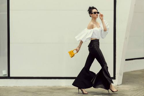 Mẫu túi Le Sac Chiquito gam màu vàng thuộc BST La Bomba của Jacquemus có giá hơn 12 triệu đồng của Khánh Linh từng được Rihanna, Kim Kardashian diện trước đó.