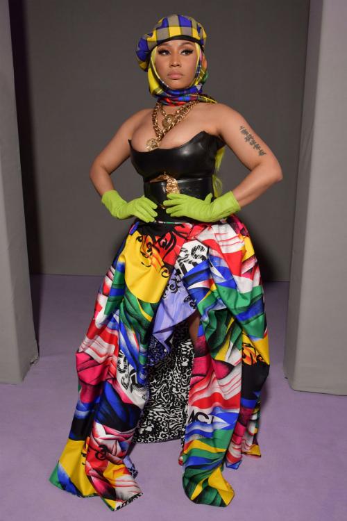 Nhiều người nhanh chóng nhận ra, chiếc đầm mà Tiffany mặc từng được Nicki Minaj diện trước đó không lâu khi tham dự mộtshow diễn thời trang tại Milan Fashion Week Xuân - Hè 2019.