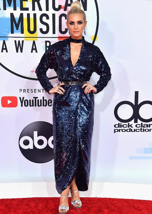 Ashlee Simpson cũng lựa chọn style sequin lấp lánh khi diện chiếc đầmquyến rũ củaMonique Lhuillier.