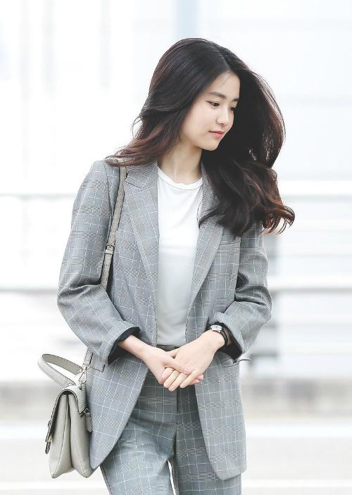 Đây không phải là lần đầu tiên Kim Tae Ri gây sốt mạng xã hội Hàn. Cô nàng được mệnh danh là girl crush hot nhất làng điện ảnh xứ kim chi thời điểm hiện tại.