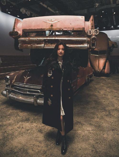 Nữ diễn viên cũng rất thích các mẫu áo khoác dáng dài.