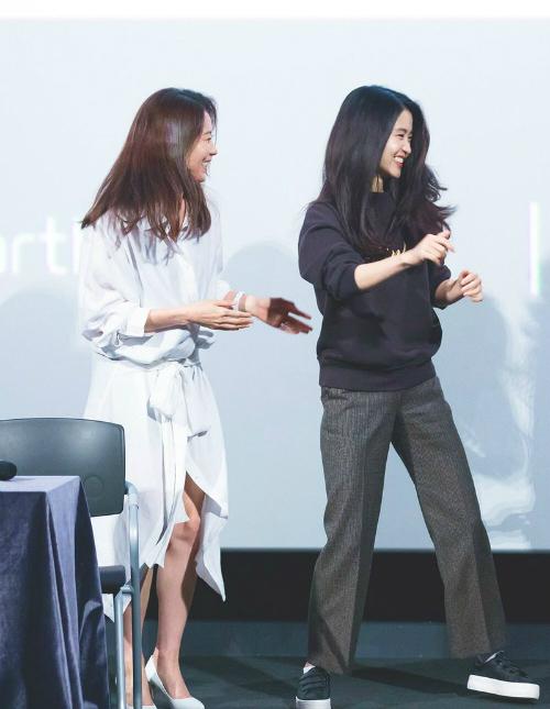 Ngay cả trong một số sự kiện, Kim Tae Ri vẫn ăn vận đơn giản, thoải mái.