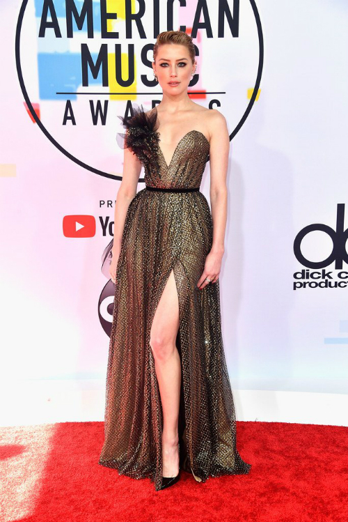 Amber Heard lựa chọn thiết kế lộng lẫy của Ralph &Russo dự AMAs 2018.