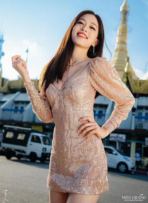 Đại diện Việt Nam Bùi Phương Nga chỉ có 2 tuần chuẩn bị trước khi lên đường tham dự Miss Grand International 2018. Tuy nhiên nhờ tận dụng sức nóng của Hoa hậu Việt Nam 2018 vừa kết thúc, Phương Nga lần lượt vươn lên vị trí thứ năm, thứ ba và hiện tại đang dẫn đầu cuộc đua này. Hai bức hình của Phương Nga tổng cộng có khoảng 70 nghìn lượt thích nhưng có đến gần 400 nghìn lượt chia sẻ - con số khó có thể soán ngôi.